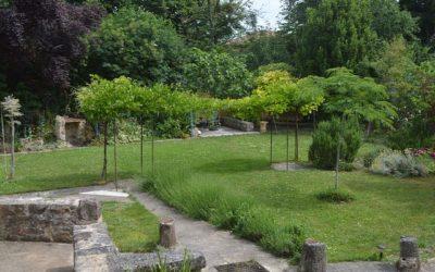 Les Cabannes next to Cordes sur Ciel – village house with lovely garden